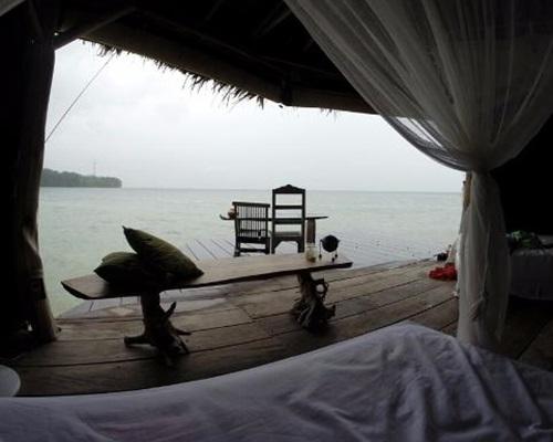 Cottage Pemandangan Laut Pulau Macan Resort