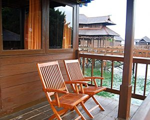 Pulau Ayer Cottage Resort - Balkon Floating Cottage